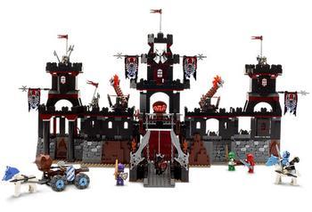 Lego 2x Castle Santis Minifig Shield w// Bear Pattern